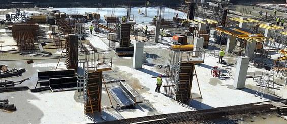 Nákladově efektivní a bezpečný systém pro stavbu sloupů.
