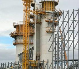 Použití SMB-240 při stavbě spirálovité stěny.