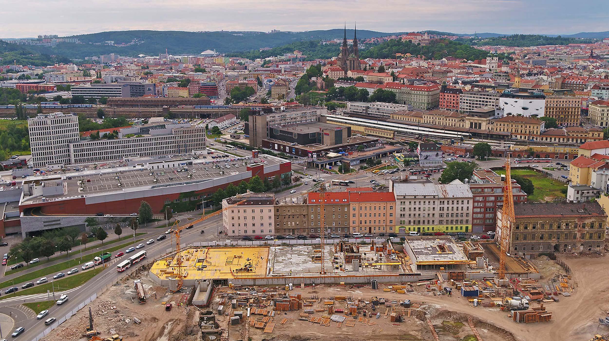 120 000 m² administrativních prostor vznikla revitalizací bývalé textilní továrny Vlněna v historickém centru Brna.